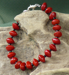 Red Bead Seed Bracelet featuring tiny black glass beads 12b